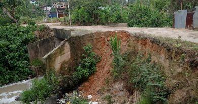 Puente de Azungue a punto de colapsar